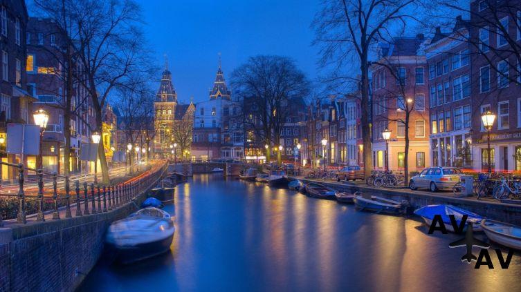 Чем интересен Амстердам — город сюрпризов, каналов и удивительной архитектуры?